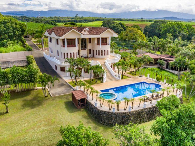Luxurious Italian Style Villa Estate in Atenas For Sale
